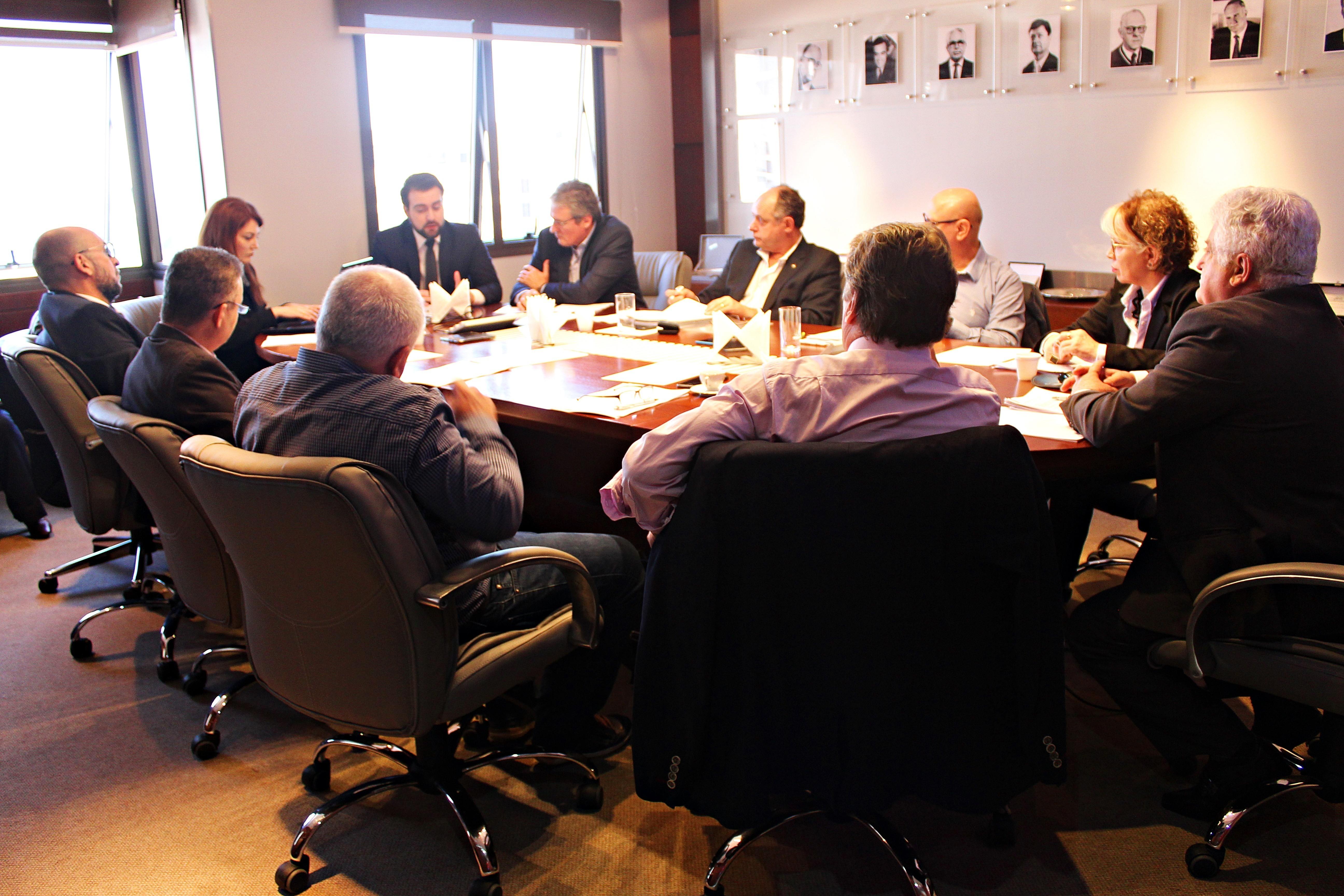Presidentes das entidades de classe participam de reunião bimestral da Anoreg/RS