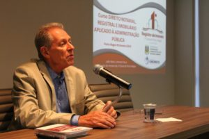 Presidente do Colégio Registral ministra aula sobre usucapião extrajudicial em curso da Fundação Enore